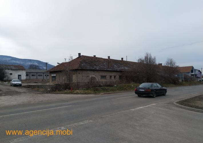 Gradjevinsko zemljiste sa objektima